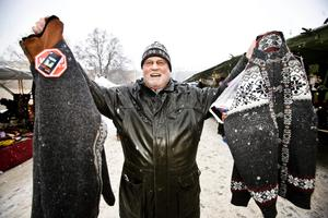 Kurt Eriksson, 65 år, Öster:– Jag har köpt två tröjor, en påse nougat och så mössan som jag har på huvudet. Jag kände att jag behövde en direkt.
