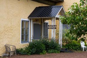 Här är entrén in till klubbhuset. I framtiden hoppas Per Stenmalm på att man ska kunna fixa till husets utsida också.