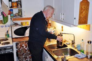 Även om Bertil Westlund lever singel på sitt torp har han ofta besök av folk som är sugen på lite jam.