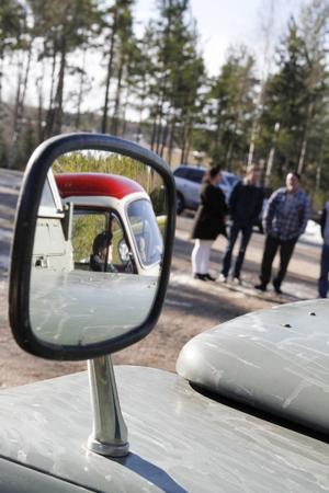 Ett drygt tiotal ekipage deltog i veteranbilsrallyt. För att delta måste fordonet vara 30 år eller äldre.