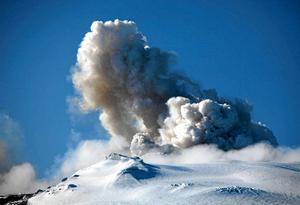 Island, vulkanernas land. Här ett utbrott i Eyjafjallajökull 2010.