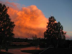 ¨Det brinner över Gryta¨.  Jag tog bilden frånbalkongen vid solnedgången den 18 Sept. 2012.