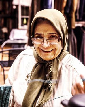 Masoumeh har bott i strömsund i tre år. Hon berättar att hon trivs väldigt bra och att det bor många snälla människor här.