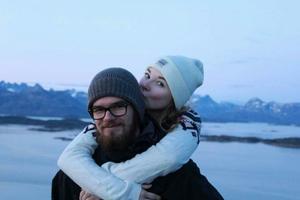 Kenneth Almgren och Michelle Stenholm tillbringade sommaren på Grönland. Där arbetade de i fiskefabriker där det bland annat rensades flundra och torsk.