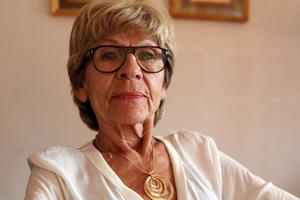 Solbritt Björkstrand vet inte hur länge hon kan få leva utan sin utlovade operation.