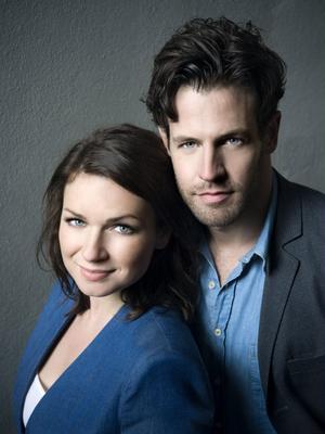 Claudia Galli Concha och Richard Ulfsäter som spelar huvudrollerna som Erica Falck och Patrik Hedström.