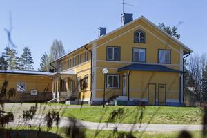 Det gamla värdshuset köptes för 120 000 kronor. Nu ligger det ute till försäljning för 4,5 miljoner.