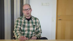 Riksdagsledamoten Patrik Engström (S) från Avesta vill att socialministern agerar mot stängningen av Apoteket i Särna.