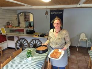 Annick Cools sköter det mesta i caféet själv. Hon både bakar, lagar mat och serverar.