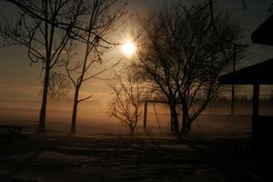 Det är sånt här väder man vill ha när man ska ut och fiska på en kall vinter förmiddag på isen!