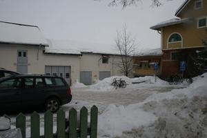 Arbetsmarknadsenheten finns i dag i byggnaden bakom Bergööska huset. Lokalerna är slitna och saknar personalutrymmen.