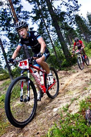 Bara några hundra meter före mål. Henrik Enberg (till vänster) ligger tätt före den slutliga vinnaren Emil Roos Lindberg.
