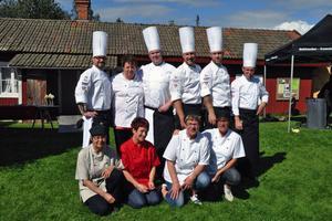 I augusti var Michael Bäckman och svenska skolkocklandslaget i Stora Skedvi och genrepade inför Matlagnings-OS, Culinary Olympics, i tyska Erfurt. Det slutade så småningom med en silvermedalj för