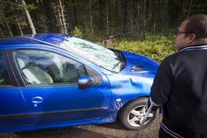 Mattis Larssons bil blev rejält tilltöcknad men som tur var klarade han sig själv utan fysiska skador.