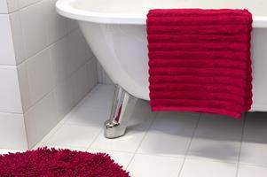 Visste du att salt och citron rengör badkaret?