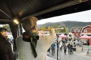 Vallhorn och samisk jojk invigde Åre Höstmarknad.