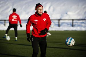 Josip Pavic väljer att fortsätta i Friska Viljor.
