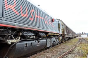 Drygt 250 meter långt blir det första godståget som ska avgå på tisdag.