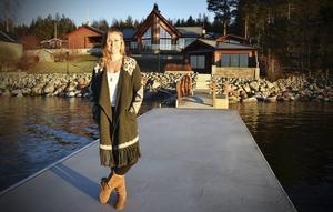 I Gullvik utanför Örnsköldsvik trivs Victoria Jonsson som allra bäst. Här kan hon finna lugnet tillsammans med sina föräldrar i den nybyggda villan vid havet.