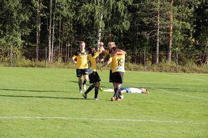 Jubel i Järbo efter segern med 3–2 mot Forssa.