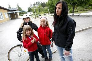 Maria Andersson i Andersberg hade barnen Malin, 12, Louise, 10 och Therese, sju år med sig när hon röstade.