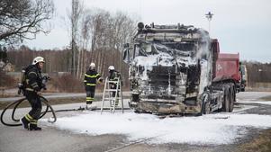 Lastbilsbrand vid Görla industriområde.