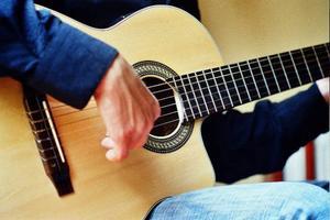 Hitta aktiviteter som du tycker är roliga och där du får utlopp för dina förmågor. Kanske har du en fallenhet för att spela gitarr eller piano?