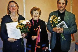 Stina Eliasson överlämnade stipendiet till svegsborna Else-Marie och Bengt Isaksson för deras insatser för körmusik i alla åldrar.