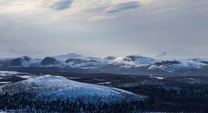 Pärlälvsområdet är idag skyddat. Men det var nära ögat att exploateras med vägar och hyggen. En vaken skogsvandrare slog larm vilket gav eko längs hela svenska fjällkedjan.