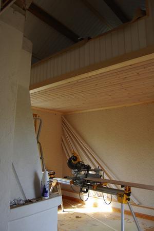 Sovloft. I den minsta lägenheten, i gårdshuset, blir det en trappa upp till sovloftet när det blir klart.