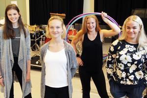 Tove Jonsson, Elsa-Linnéa Söder, Melody Freeman och Elma Söder bjuder på multikulti under sin 20 minuter fartiga show.