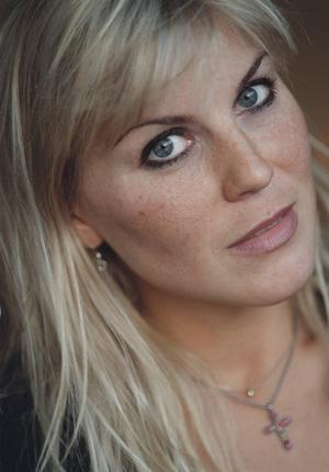 Sångerskan Josefin Nilsson avled på måndagen, bekräftar Länsteatern på Gotland för TT.