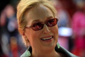 Meryl Streep hjälpte till att göra Mamma Mia till en av årets mest tio framgångsrika filmer.