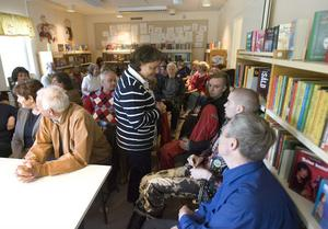 Cirka 40 personer samlades på biblioteket i Sörforsa på måndagskvällen, för att diskutera bland annat närheten till biblioteken.