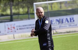Henrik Åhnstrand kan räkna ner timmarna, På fredag kommer besked från ÄFF om dom går i konkurs eller inte,