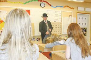 Lärare som för hundra år sedan, lite strängare i klassrummet, kanske också lite mer ordning?