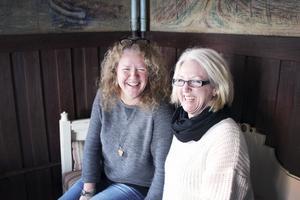 Alltid vänner. Carina Nurmilehto och Anna-Lena Björnberg hade inte setts på flera år när de satte sig ner för att bli intervjuade inför sin 50-årsdag. Ändå skrattar och pratar de som om det var i går de lekte hemma i Gäsjö. De berättar att en av de första sakerna de fick reda på om varandra var just att de delade födelsedag. Men eftersom de fyller år på vintern blev det inga stora firanden för de två kompisarna, och de minns att de var avundsjuka på barnen som fyllde år på sommaren.