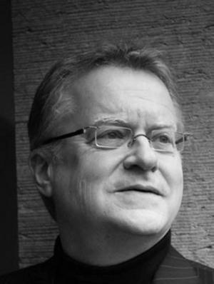 Christian Palme var Dagens Nyheters korrespondent och krigsreporter på Balkan under krigen på 1990-talen. I dag betraktar han världen som pensionär med utsikt från Rådhusparken i Hudiksvall.