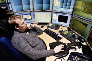 Andreas Johansson Österberg, grundare och vd Nyx i Ludvika, går igenom övervakningsfilmen från dagen.