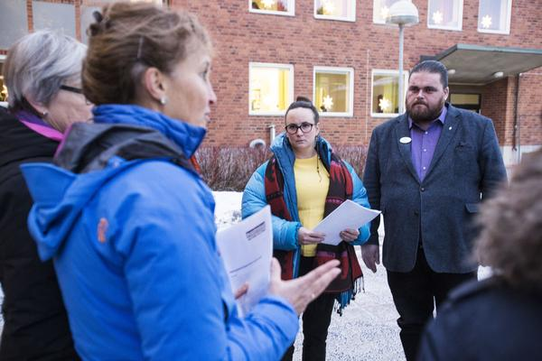Katrin Wissing (MP)  var en av politikerna som tog emot namnunderskrifterna, då kommunstyrelsens ordförande inte kunde närvara.  Kommunchefen Richard Högström  var på plats.
