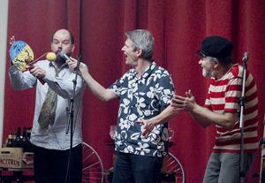 Svante Drake, Erik Petersen och Bengt Johansson utgör den musikaliska gruppen Varieté Velociped.