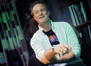 Jon Anderzon, Alftasonen som satsar på stora produktioner.