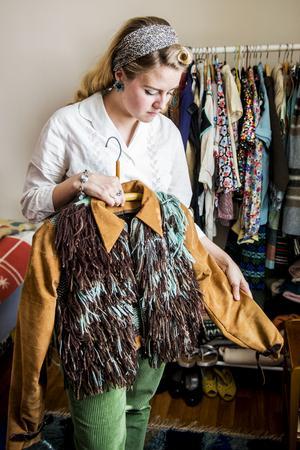 Tillsammans med sömmerskan Amanda Sharp har hon startat klädmärket Ethel Sharp. Insidan på jackan är vävd i rosengång och inspirationen till den fick hon från ett träd på Rotsidan i Nordingrå.
