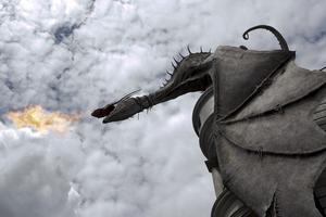 En eldsprutande drake vaktar Gringotts valv i Florida.