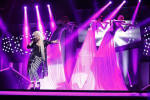 Manda framför sitt bidrag Glow under repetitionerna på torsdagen inför Melodifestivalens andra deltävling i Linköping.