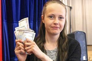Johanna Svensson vann 1 300 kronor när Tännäsbingon genrepade.