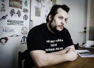 Efter många år utan fast sysselsättning har Jonatan Asklund fått jobb.