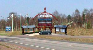 Sticker upp. Så här vill kommunens kultur- och fritidsberedning att besökare ska välkomnas till Älvdalen när den nya informationstavlan vid Östäng är färdig. Bilden är ett fotomontage.