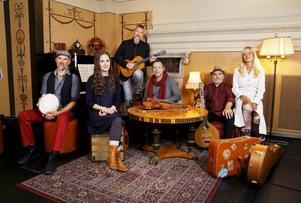 Från vänster Olle Linder, Lisa Rydmark, Roger Tallroth, Esbjörn Hazelius, Ale Möller och Lena Willemark.