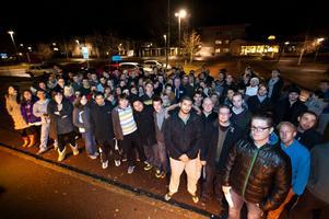 Ett drygt hundratal studenter samlades utanför studentfastigheten Locus på Tjärna Ängar på onsdagskvällen för att protestera mot Tunabyggens nya hyreskrav.